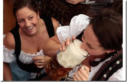 beer maids at octoberfest